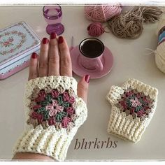 64 Super Ideas Crochet Patterns Mittens Gloves You are in the right place about crochet amigurumi He Fingerless Gloves Crochet Pattern, Fingerless Mittens, Crochet Slippers, Mode Crochet, Knit Crochet, Crochet Crafts, Crochet Projects, Crochet Stitches, Mittens