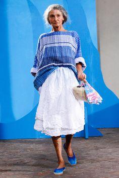 Daniela Gregis at Milan Fashion Week Spring 2015 - Runway Photos Fashion Over 50, Fashion Show, Fashion Design, Fashion Spring, Simple Style, My Style, Advanced Style, Milan Fashion Weeks, London Fashion