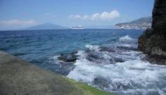 depositphotos_38590219-View-on-Bay-of-Naples-from-Marina-Grande-Sorrento-Italy.jpg (380×220)