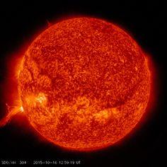 http://www.spaceweather.com/images2015/16oct15/plume.jpg?PHPSESSID=m28akail1f3iuv0atsjputnj45