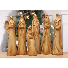 Hand carved 6 piece Wooden Nativity Scene!