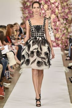 http://www.vogue.de/fashion-shows/kollektionen/fruehjahr-2015/new-york/oscar-de-la-renta/runway/00290h