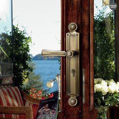 Türgriff mit Rosette oder Langschild, für (BB),(PZ), oder Bad / WC. Mit passende DK Fensterbeschläge. Verfügbar in mehrere Ausführungen.
