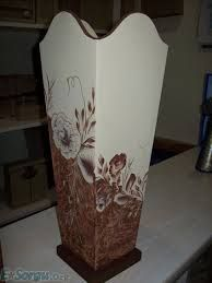 Examples of wooden painting umbrellas Flower Vases, Flower Pots, Karton Design, Wooden Painting, Painted Glass Vases, Decoupage Wood, Cardboard Design, Papercrete, Vase Crafts