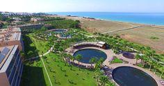 Escolha difícil neste dia quente não concordam? Mergulho na piscina ou banho de mar? #nauhotels #salgadosdunassuites