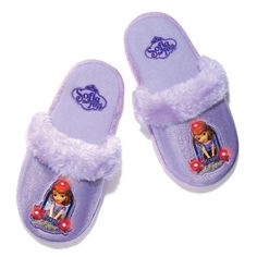 These special slippers light up and twinkle with each step! A faux-fur trim and glitter accents make this pair extra chic. Man-made materials. Imported.While Supplies Last ©Disney