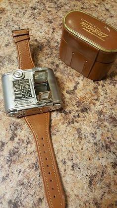 Le Tessina est un appareil photo bi-objectif argentique inventé en 1957 par le chimiste autrichien Rudolph Steineck et fabriqué en Suisse jusqu'en 1996 qui prenait des photos de 14 par 21mm sur du film 35mm classique chargé dans des bobines spéciales. Sa particularité est que parmi les accessoires fournis avec il y avait un bracelet …