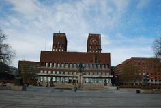 SIGHTS. Town Hall. This twin-towered town hall, completed in 1950 to commemorate the city's 900th anniversary, houses the city's political administration. Something of an Oslo landmark, its red brick functionalist exterior is unusual, if not particularly imag-inative.