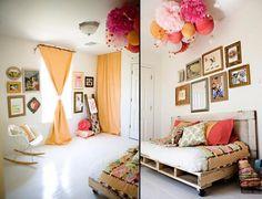 chambre fille avec canapé en palette et déco en pompons et lampions