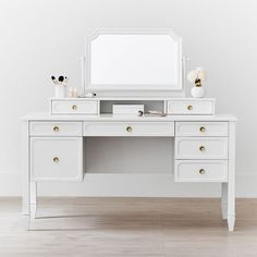 With a classic silhouette and elegant curves, this beautiful vanity mirror hutch and desk hutch set is a spin on our favorite Auburn Collection. Transform it from a stylish to a study space by switching out the mirror for the desk hutch. It featur… Teen Vanity, Vanity Desk, Vanity Chairs, Make Up Desk Vanity, Vanity Tables, Mirror Vanity, Rangement Makeup, Diy Rangement, Daybed With Storage