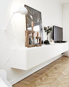Living Room : Mostly white - via Coco Lapine Design Room Inspiration, Interior Inspiration, Home Living Room, Living Room Decor, Retro Home, Beautiful Interiors, Home Furniture, House Design, House Styles
