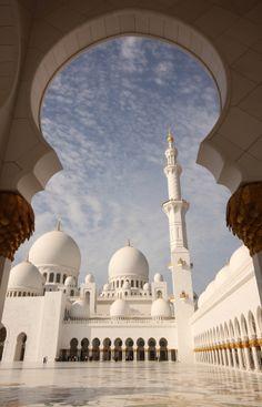 sheikh zayed grand mosque, abu dhabi, united arab emirates   modern islamic architecture