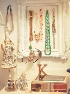 Love the frame for necklaces + headband organize holder