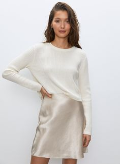 This is a cropped, crew-neck sweater with a shrunken fit. It's made with a lightweight wool-linen blend. Sweater Skirt Outfit, Pullover Outfit, Sweater Outfits, Skirt Outfits, Work Outfits, Trendy Outfits, Sweater With Skirt, Cute Outfits, Pullover Rock