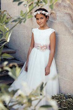 Modelo Calais First Communion Dresses, Baptism Dress, Girls Lace Dress, Flower Girl Dresses, Dream Wedding, Wedding Day, Wedding Ceremony, Bridesmaid, Wedding Dresses