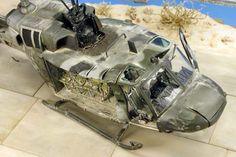 Helicoptero Huey Derribado - Escala 1/72