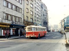 Prvé tyristorové trolejbusy ešte stihli zažiť premávku po Obchodnej ulici • imhd.sk Bratislava Bratislava, Old Photos, Nostalgia, Environment, Urban, Retro, Random, Pictures, Old Pictures