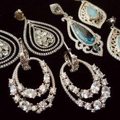 Momentos especiales ameritan piezas especiales, encuentra bellas piezas de plata 925 aquí en 1920 V&N Antiques, para regalar y regalarte 😊👌 Contamos con estacionamientos entrando al Edificio!  Teléfono : 3032661  #regalos #regalosespeciales #tiendaderegalos #prendas #vintagejewelry #jewellery #tiendavintage #1920vnantiques ##1920antiques #buengusto #bellezas #silverjewelry #silver #madeinitaly