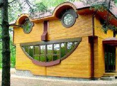 Waouh! Une bien étrange demeure! Un architecte aussi fou que les propriétaires? :-)