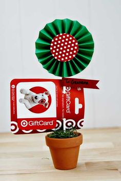 Paper Accordion Centerpiece & Gift Card Holder from @See Vanessa Craft