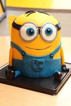geburtstag junge PIE LUST: {recipe and instructions} Minion (kids party desserts) Dessert Party, Party Desserts, Torta Minion, Fondant Minions, Minion Cakes, Fondant Toppers, Fondant Cakes, Minion Party, Sweet Bakery