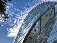 Magical clouds @fondationlv today! Positively radiating from @frankgehry building! Could not believe my 👀