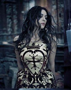 Monica Bellucci - Vogue Italia by Paolo Roversi, November 2012_reina de corazones _ que les corten la cabeza