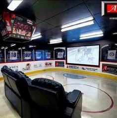 Ice hockey (it's supposed to say man cave--but) living room for my future house! Hockey Man Cave, Hockey Room, Sports Man Cave, Hockey Decor, Hockey Crafts, Hockey Baby, Hockey Teams, Hockey Players, Home Theater