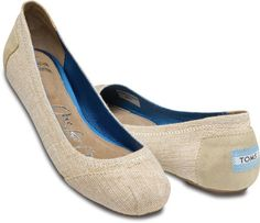 TOMS Ballet Flats in Burlap - Buy a pair and give a pair!  Perfect for Mom! #giftsthatgiveback