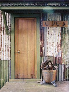 Love the copper pot near the door!