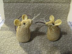 my prim mice some more prim than others tuck them anywhere in unexpected places Primitive Patterns, Primitive Crafts, Felt Crafts, Christmas Crafts, Raggy Dolls, Felt Puppets, Cute Mouse, Cat Doll, Primitive Christmas