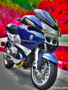 Longing for Red Canna. BMW R1200RT
