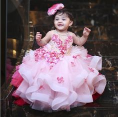Dress your little princesses up in the most adorable Pink Net Gown. Baby Frocks Party Wear, Kids Party Wear Dresses, Baby Girl Party Dresses, Dresses Kids Girl, Kids Outfits, Baby Girl Birthday Dress, 1st Birthday Dresses, Birthday Frocks, Diy Birthday