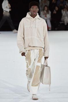 Jacquemus Fall 2020 Ready-to-Wear Fashion Show - Vogue 2020 Fashion Trends, Fashion Week, Fashion 2020, Urban Fashion, Runway Fashion, Winter Fashion, Mens Fashion, Guy Fashion, Fashion Edgy