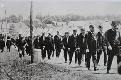 Civil War Veterans from the state of New York arrive in Gettysburg for the 1913 reunion.