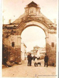 Puerta de Granada #Antequera 1958 Granada, Seville, Countryside, Taj Mahal, Building, Travel, Google, Arch, Cordoba