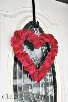 Quick and Easy felt Valentine's Day wreath for under $5 - www.classyclutter.net