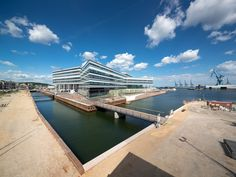 From 2014 more than 2,000 students, lecturers and professionals will occupy Navitas on the new waterfront in Aarhus. The building will house the Aarhus School of Engineering, Aarhus School of Marine and Technical Engineering and INCUBA Science Park an