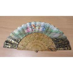 Abanico finales siglo XIX  en seda,  país en color marfil   con motivos paisajistas, varillas y caberas en marfil tallado,  calado simple.  Abierto: 52 cm     Largo: 27 cm