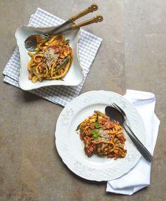 Zucchini-Bolognese mit Mandelparmesan {Zucchini Bolognese with Almond Parmesan}