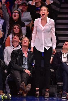 Pin for Later: Gigi Hadid and Cody Simpson Bring Their Supercute PDA Courtside