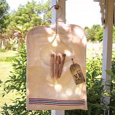 Replica vintage feedsack clothes pin bag for your laundry area. Clothes pins shown included. Made for decorative purposes but could be used for actual lightweight clothespins with indoor use only. Not