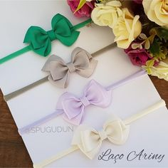 A imagem pode conter: flor Baby Girl Accessories, Cloth Flowers, Diy Bow, Baby Headbands, Hair Clips, Hair Bows, Short Lace Front Wigs, Pink Bows, Little Girl Clothing