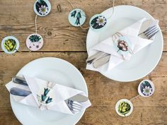 DIY - 5 minuts decorative table setting with stickers #diy #tablesettings #crafts