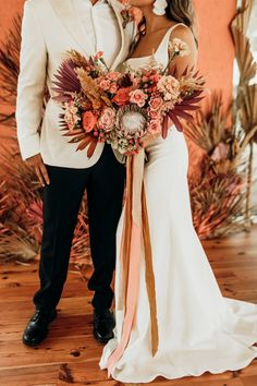 Vibrant coral styled shoot with retro touches - Chic & Stylish Weddings Bouquet Bride, Ribbon Bouquet, Fall Wedding Colors, November Wedding Colors, Fall Wedding Suits, Orange Wedding Colors, Color Themes For Wedding, Neutral Color Wedding, Wedding Colora
