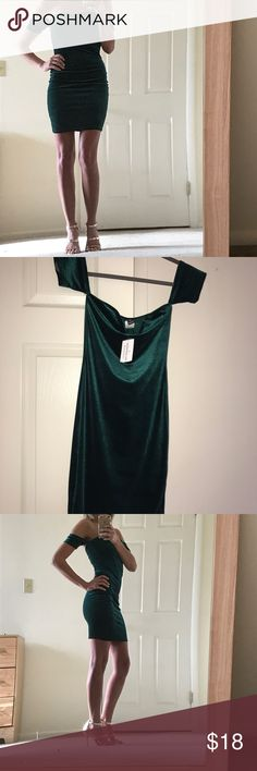 Hunter Green Velvet Dress This velvet dress has a sweetheart neckline and is BNWT. I purchased for a Christmas party but ended up wearing a different dress. Windsor Dresses