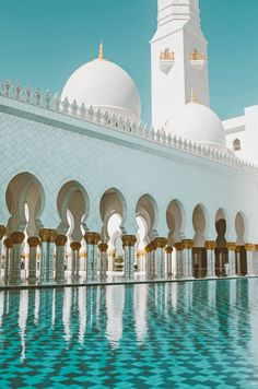 Architecture Discover The 10 most awesome things to do in Dubai and Abu Dhabi Sweden Travel Asia Travel Dubai Holidays Dubai Desert Visit Dubai Dubai Travel Need A Vacation Sharjah Travel Guides Abu Dhabi, Dubai Vacation, Dubai Travel, Dream Vacations, Beautiful Mosques, Beautiful Buildings, Modern Buildings, Mekka Islam, Mosque Architecture