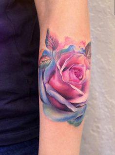 Watercolor Tattoos Will Turn Your Body into a Living Canvas verrückte Aquarell Rose Tattoo von Yershova Anna Neue Tattoos, Body Art Tattoos, Sleeve Tattoos, Delicate Flower Tattoo, Flower Tattoo Arm, Tattoo Flowers, Pretty Tattoos, Beautiful Tattoos, Crazy Tattoos
