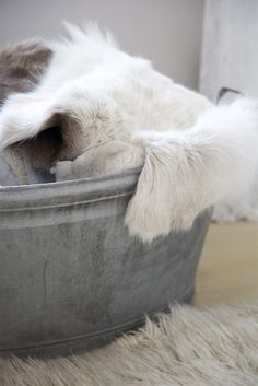 soft white fur lounge rug in aluminum floor bucket
