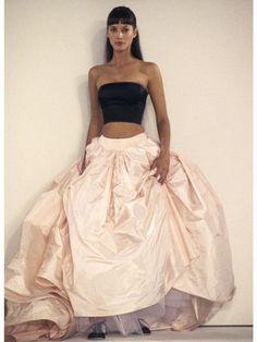 Christy Turlington Isaac Mizrahi New York Fashion Week Spring/Summer Nov. Fashion Male, Fashion Guys, Fashion Week, New York Fashion, Runway Fashion, Fashion 2017, Womens Fashion, High Fashion, Fashion Poses